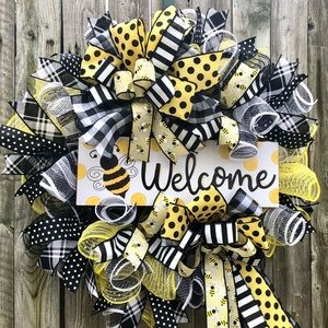 Farmhouse bee wreath
